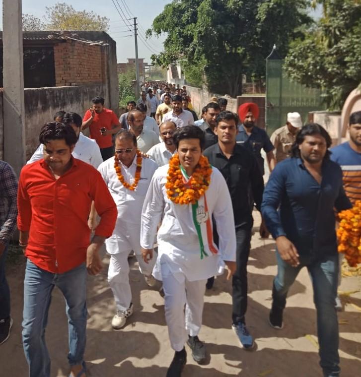 कांग्रेस प्रत्याशी ने गौतमबुद्ध नगर के विभिन्न सेक्टरों और गॉवों का किया दौरा