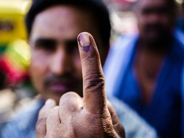 नोएडा के इस गांव में नहीं था रास्ता , मतदान करने के लिए जिला प्रशासन ने किया ये इंतजाम