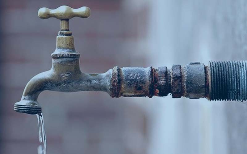नोएडा में 15 दिन से पानी की दिक्कत से जूझ रहे हैं व्यापारी , अधिकारीयों ने दिया आश्वासन